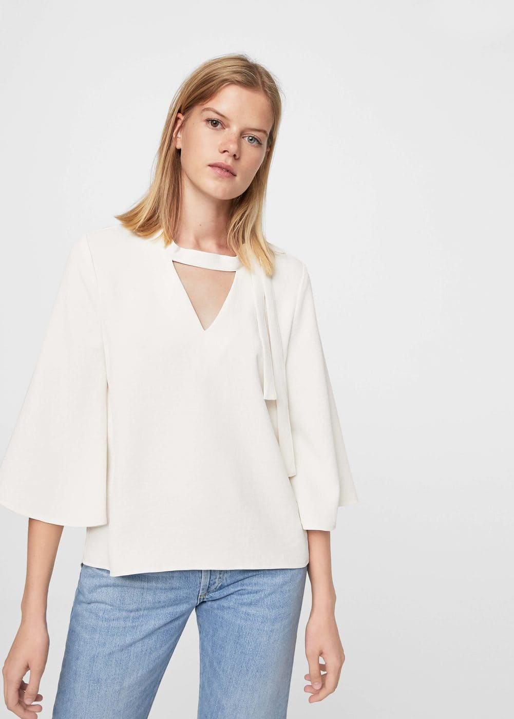 Flowy necklace blouse | MANGO