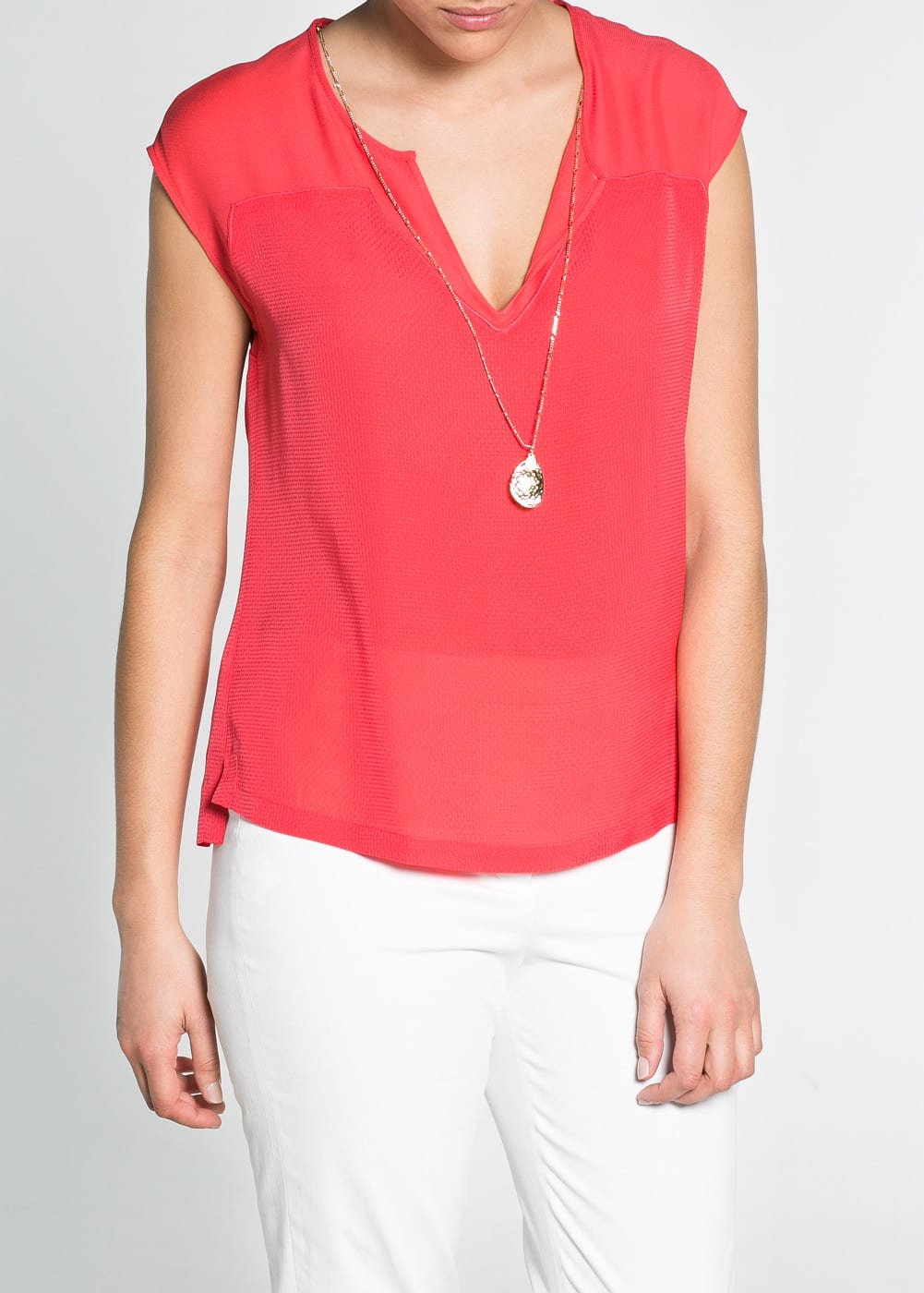 Necklace contrast blouse | MANGO