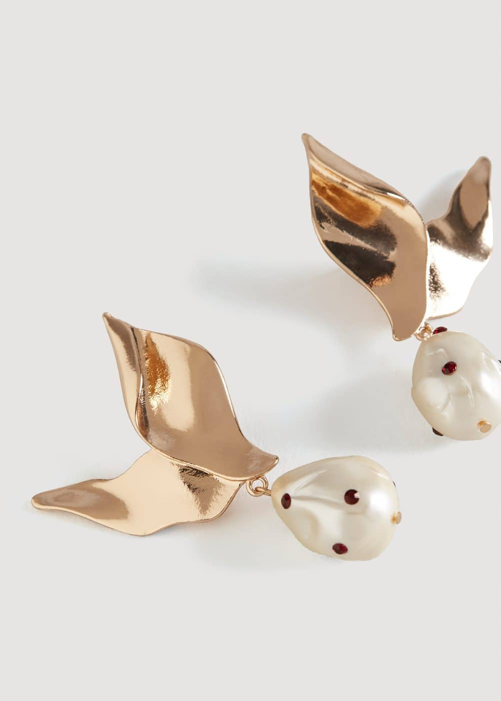 Pearl detail metallic earrings | MANGO