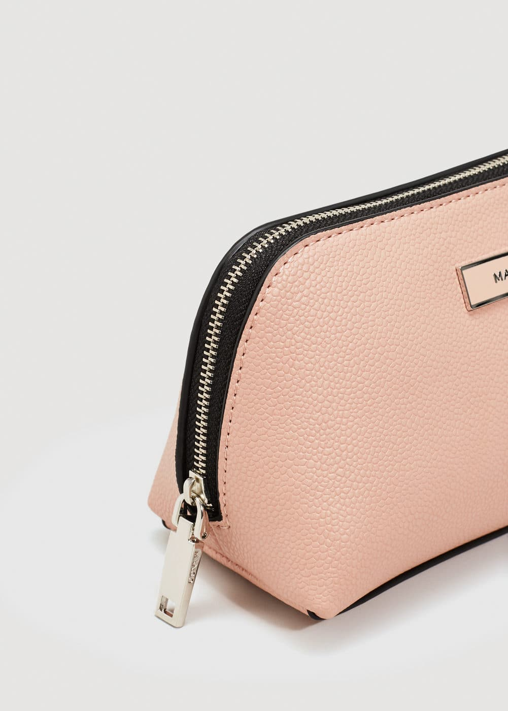 Zipped pebbled cosmetic bag | MANGO