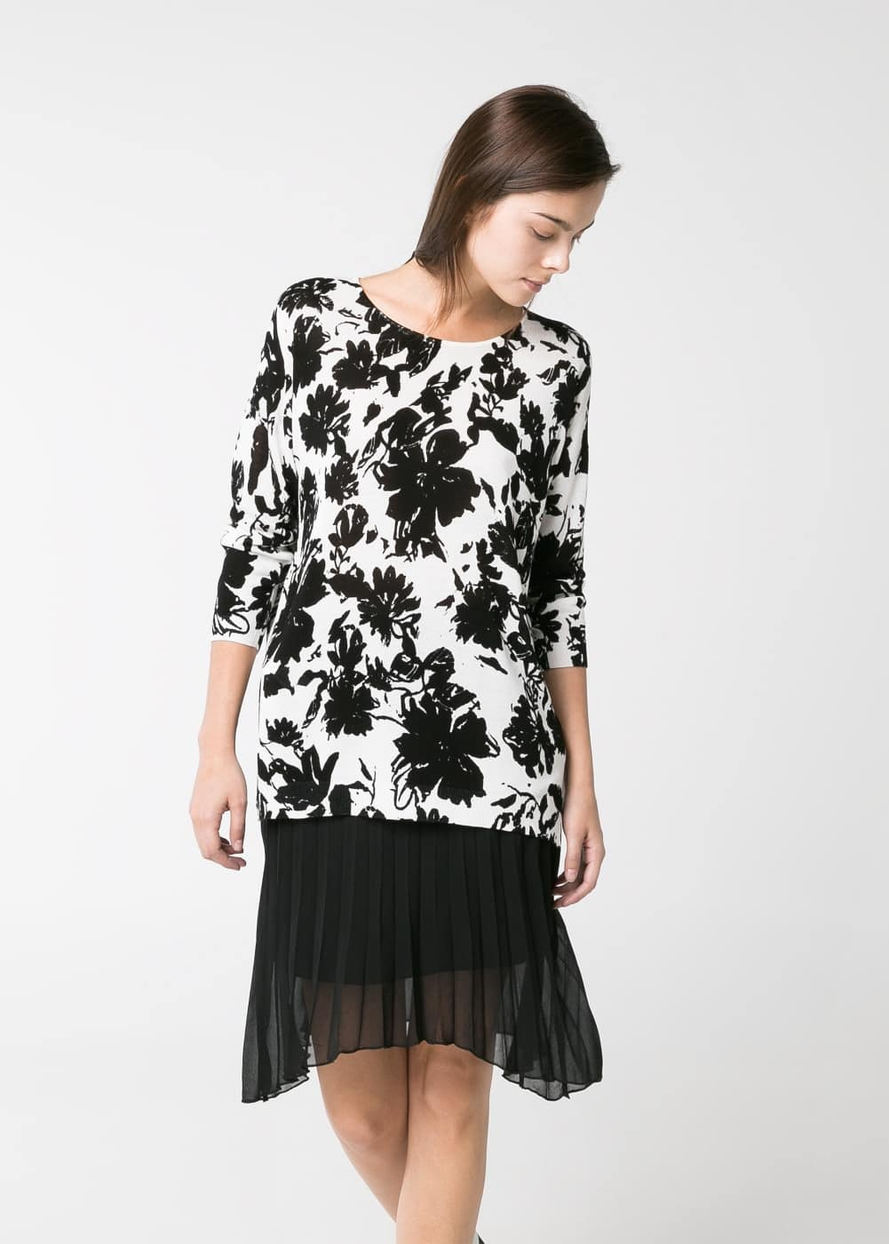 Monochrome floral sweater | MANGO