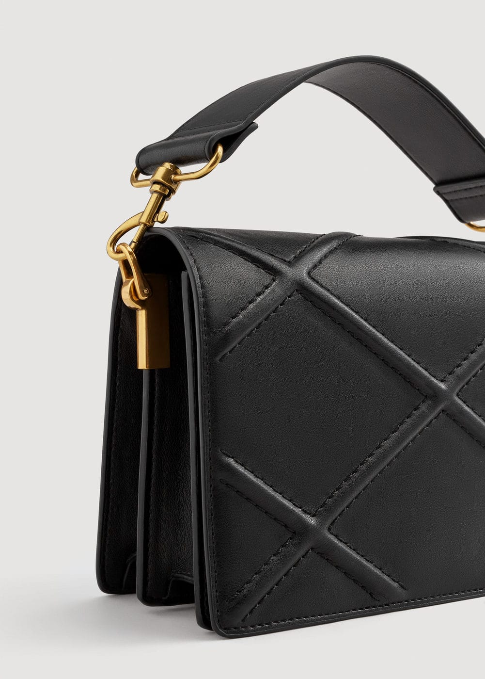 Rhombus embossed bag  | MANGO