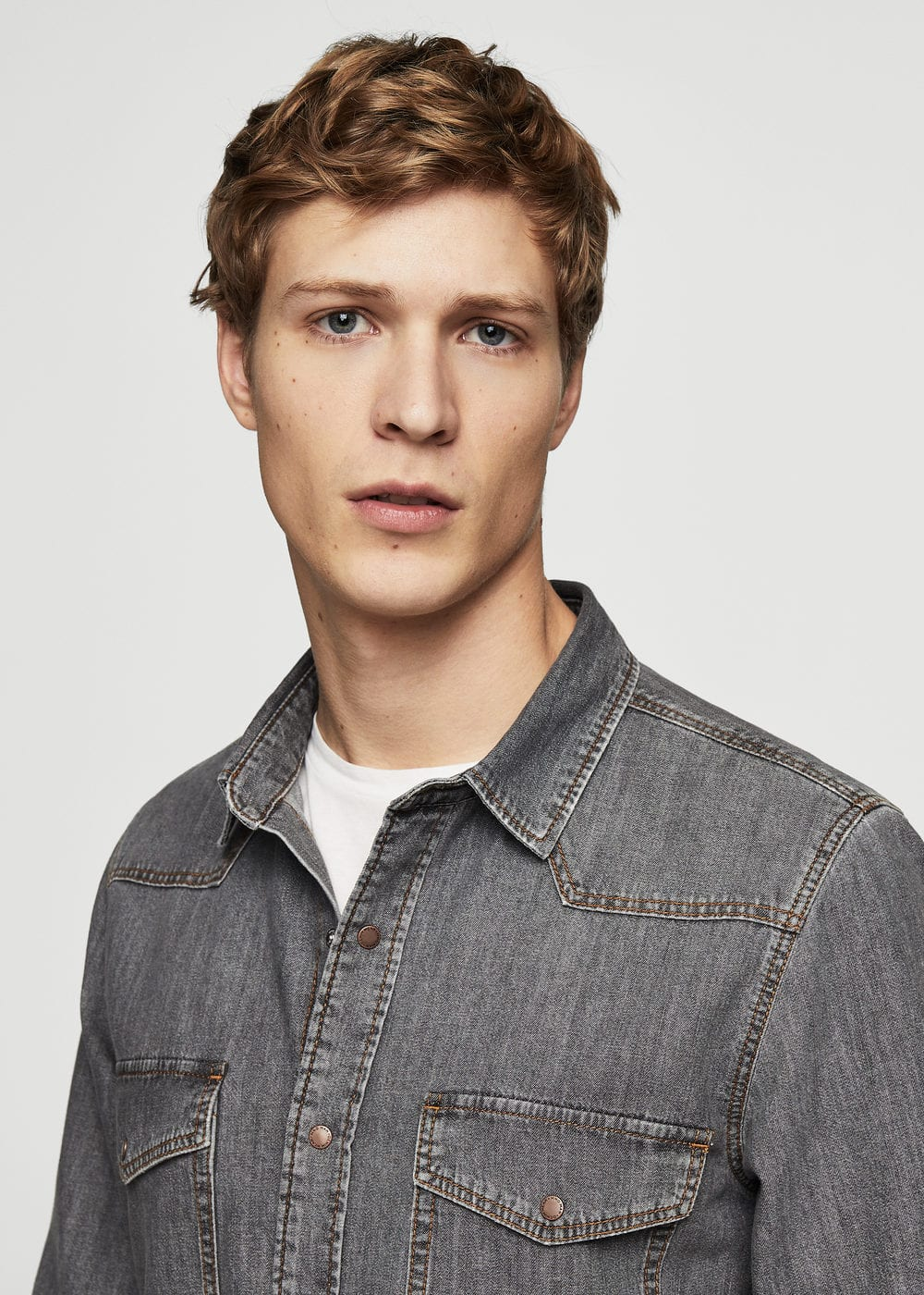 Regular-fit chest-pocket denim shirt | MANGO MAN