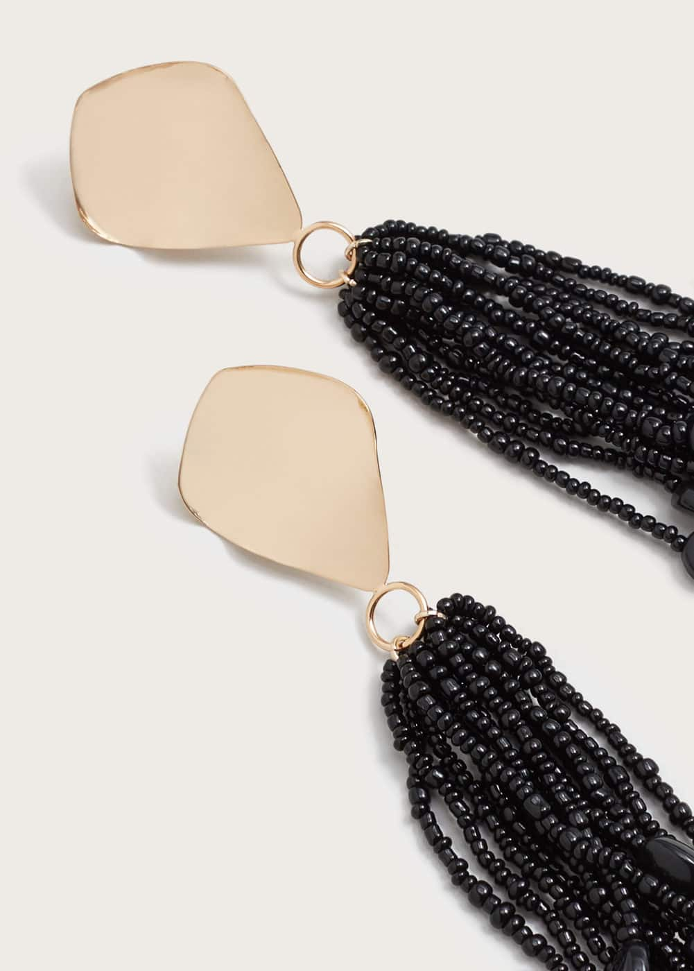 Micro beads tassel earrings  | MANGO