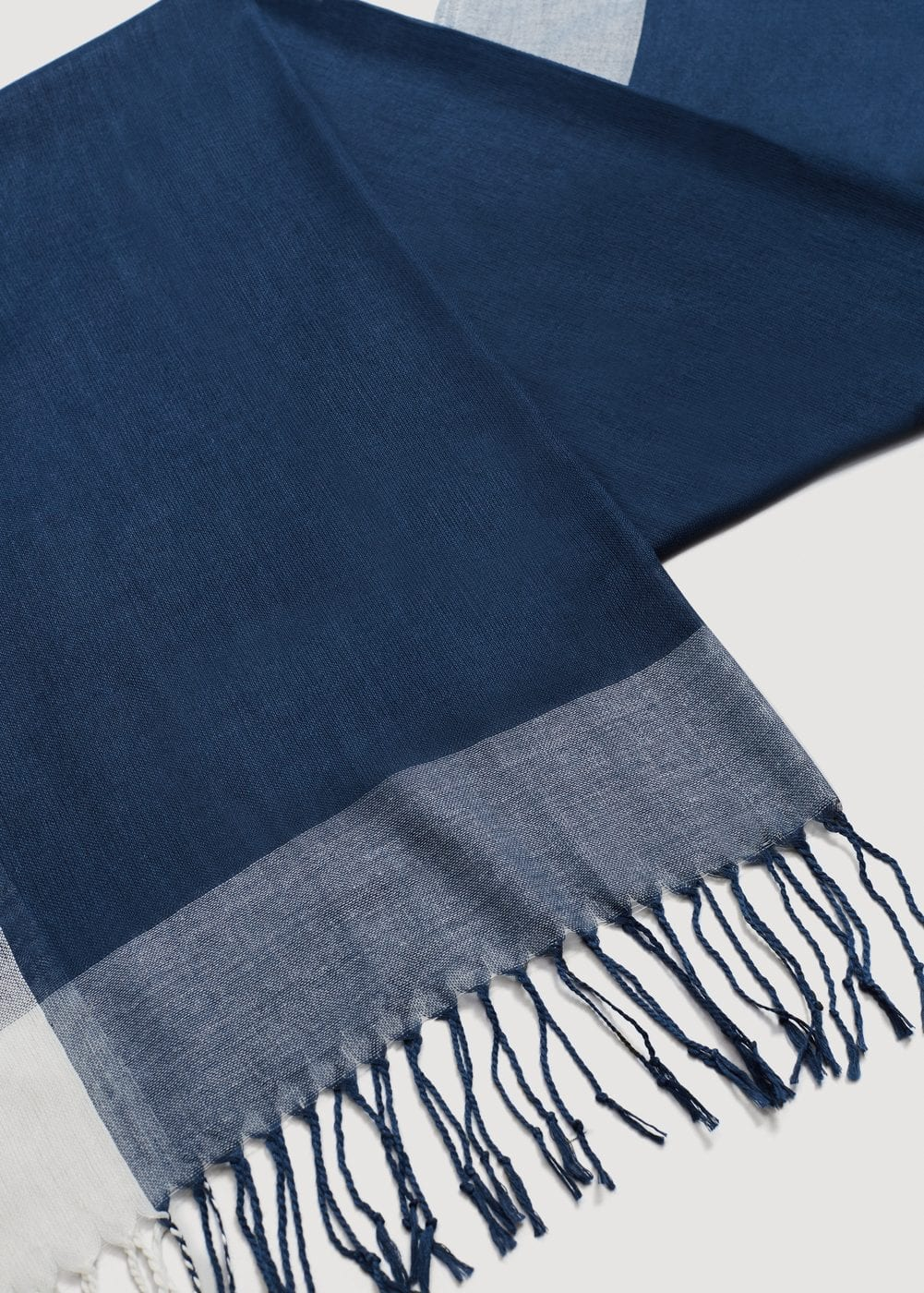 Fringes two-tone scarf | MANGO MAN
