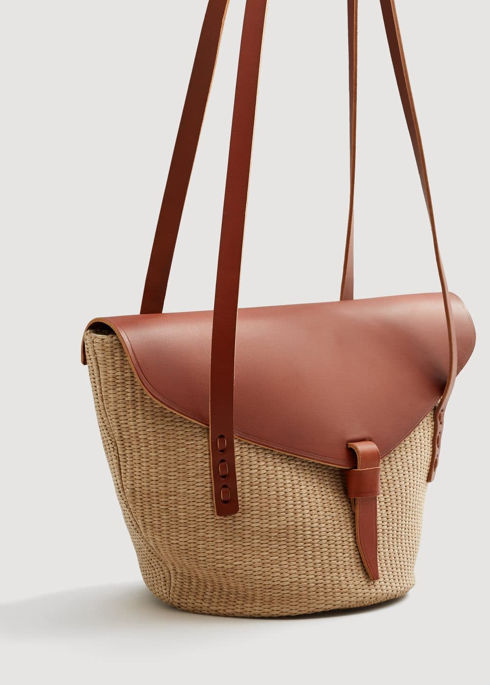 Leather flap raffia bag | MNG