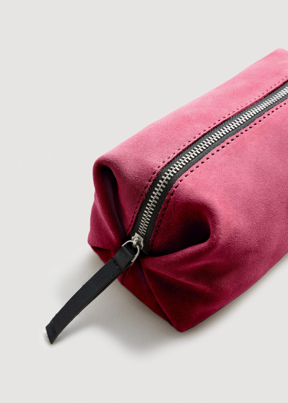 Zipped leather cosmetic bag | MANGO