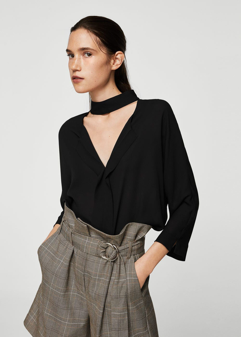 Choker neck blouse | MANGO