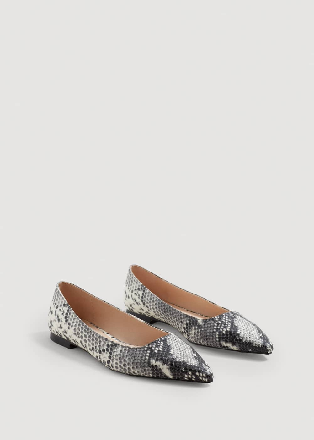 Snake-finish flat shoes | MANGO