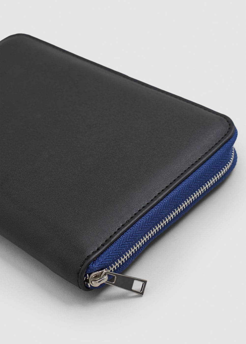 Zip pebbled wallet | MANGO MAN