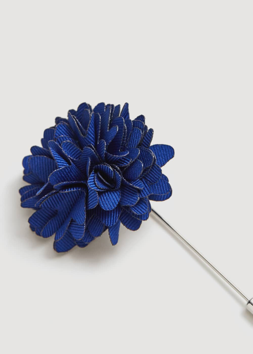 Flower lapel pin | MANGO