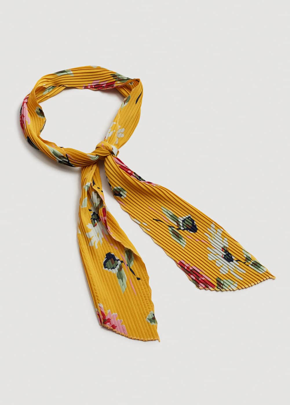 Flowered pleated scarf | MANGO