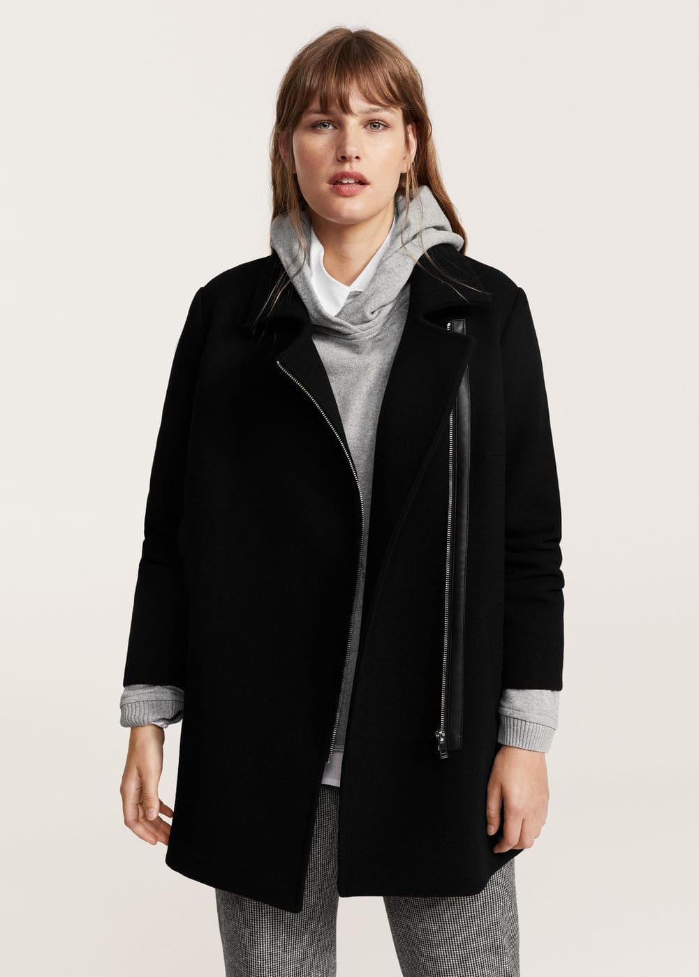 Asymmetric zip coat | MANGO