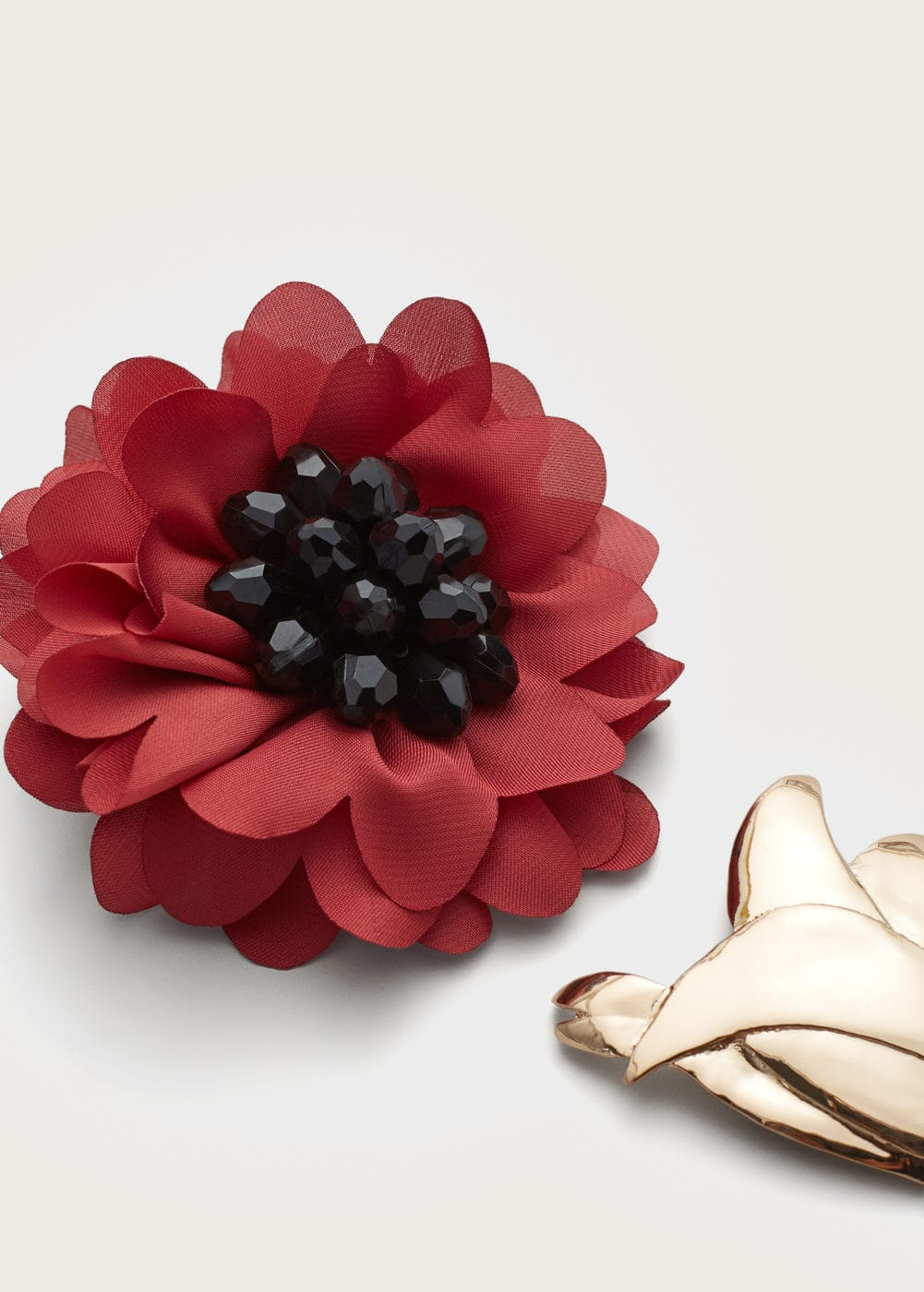 metallic flower brooch | MANGO