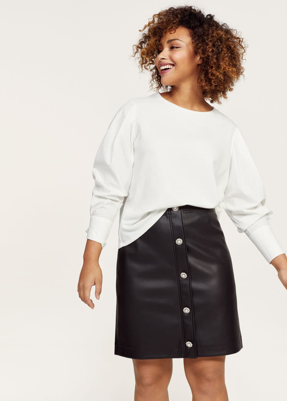 Buttons faux leather skirt  | VIOLETA BY MANGO