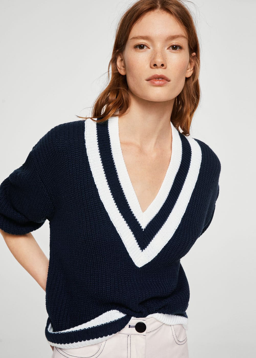 Constrating v-neck sweater | MANGO