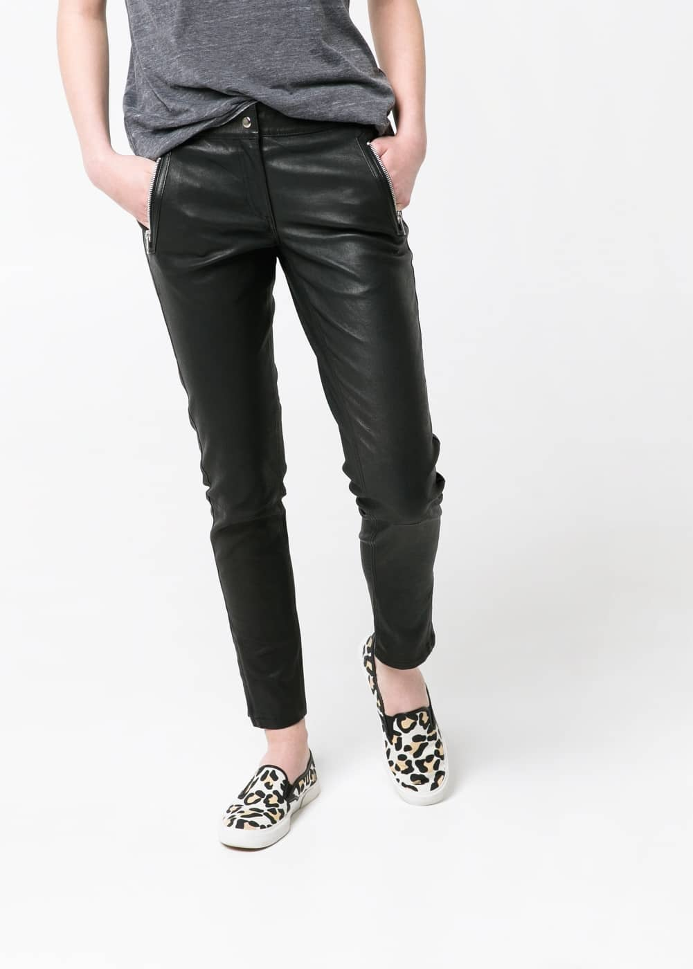 Zip leather trousers | MANGO