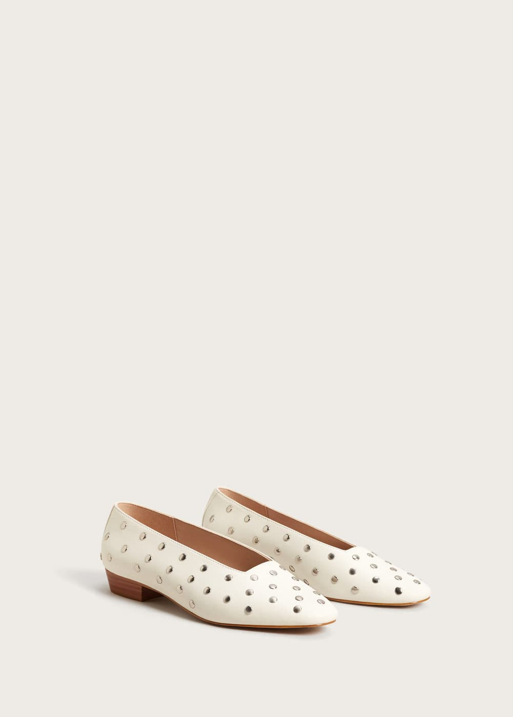 Studded leather shoes | VIOLETA BY MANGO