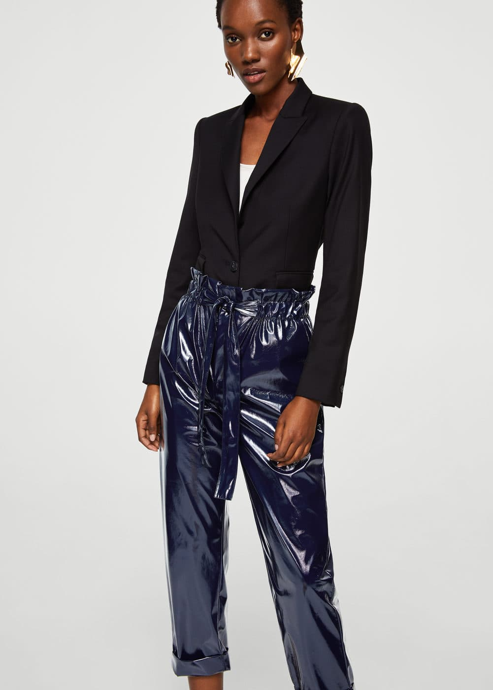 Paper bag vinyl trousers | MANGO