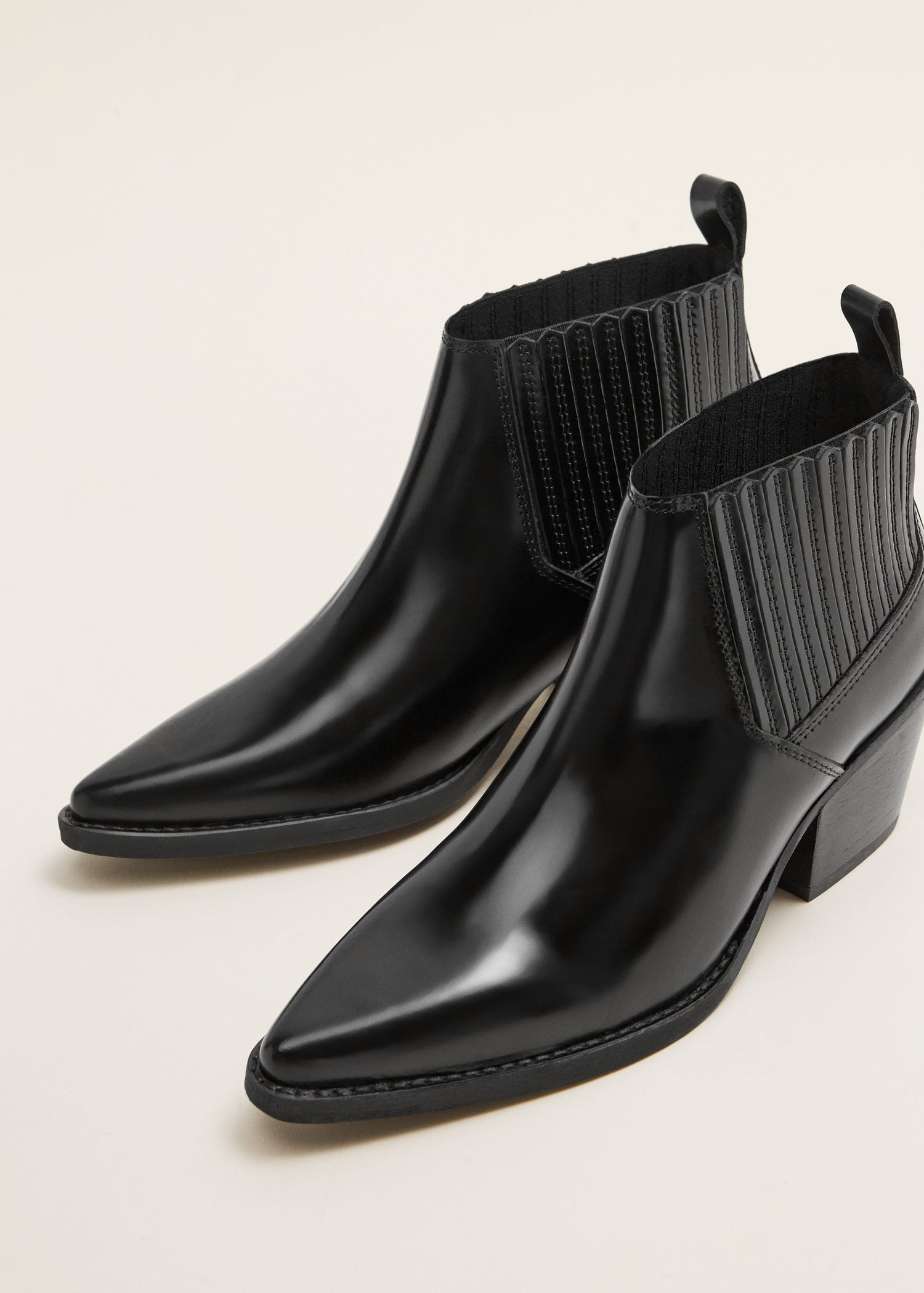 a56294af013 Leather pointed ankle boots - Women   Mango USA