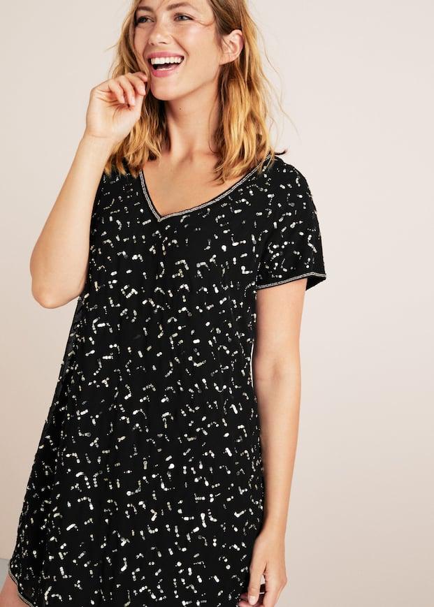 Kleid mit aufgestickten Pailletten