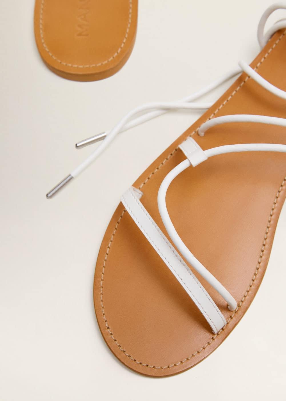 Criss cross straps sandals