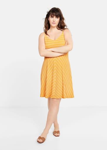 d3e1efada877 Φόρεμα εμπριμέ ριγέ - Γενικό πλάνο