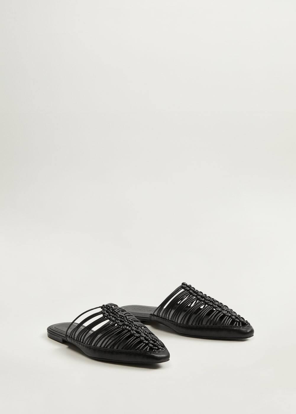 Sarok nélküli, fonott cipő