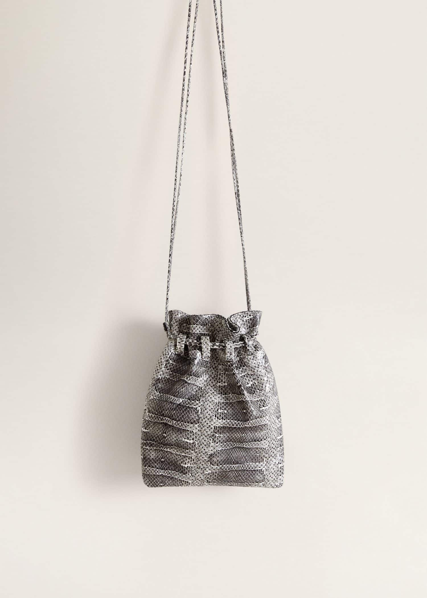 Leather bucket bag Woman | Mango Qatar