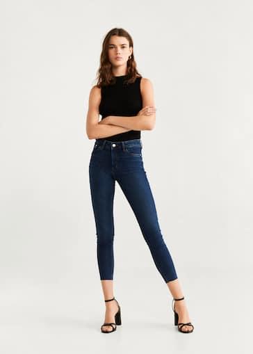 0cc3934c12 Azul medio. Azul oscuro. Jeans skinny crop Isa - Plano general. Selecciona  tu talla