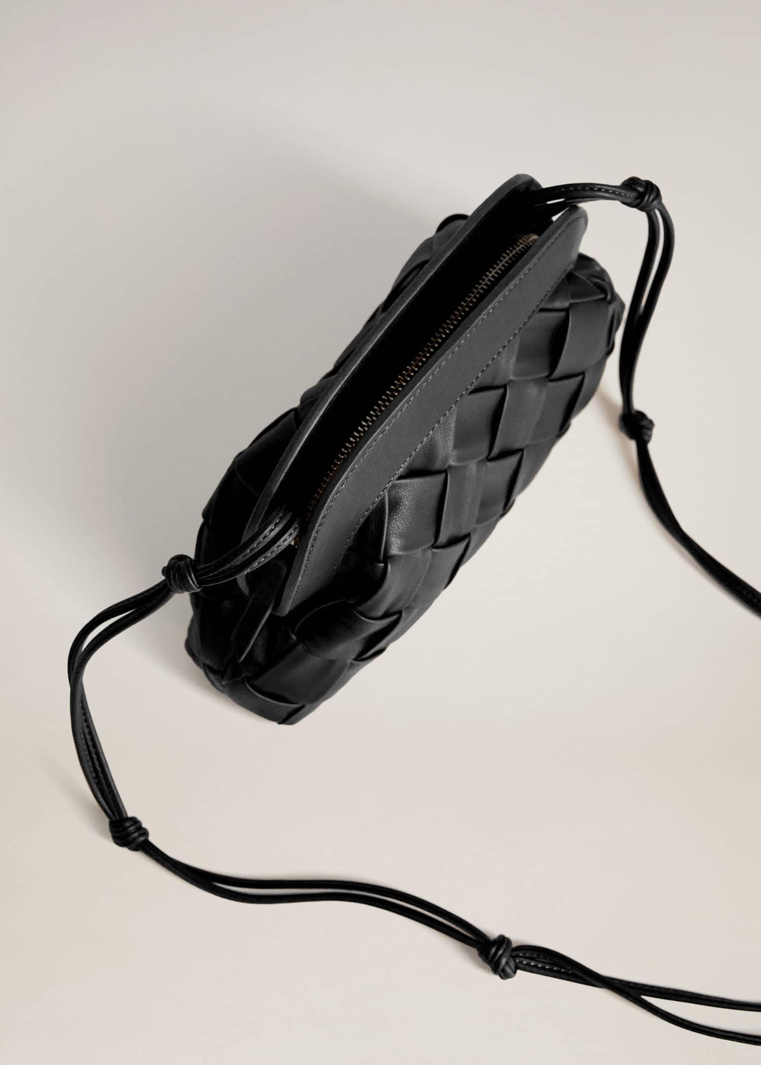 Bolso diseño trenzado Mujer | Mango España