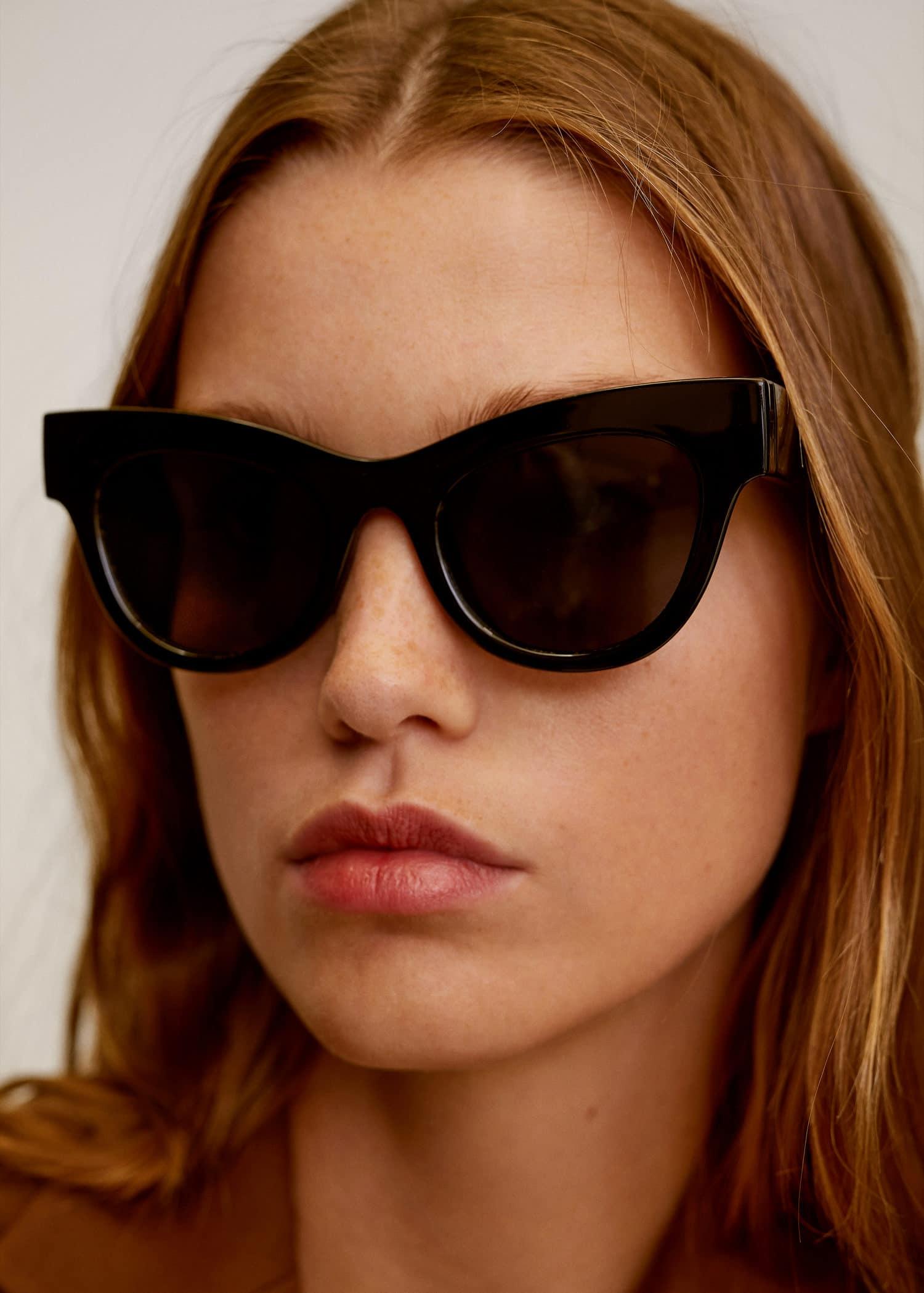 Gafas de sol montura de pasta Mujer | Mango España