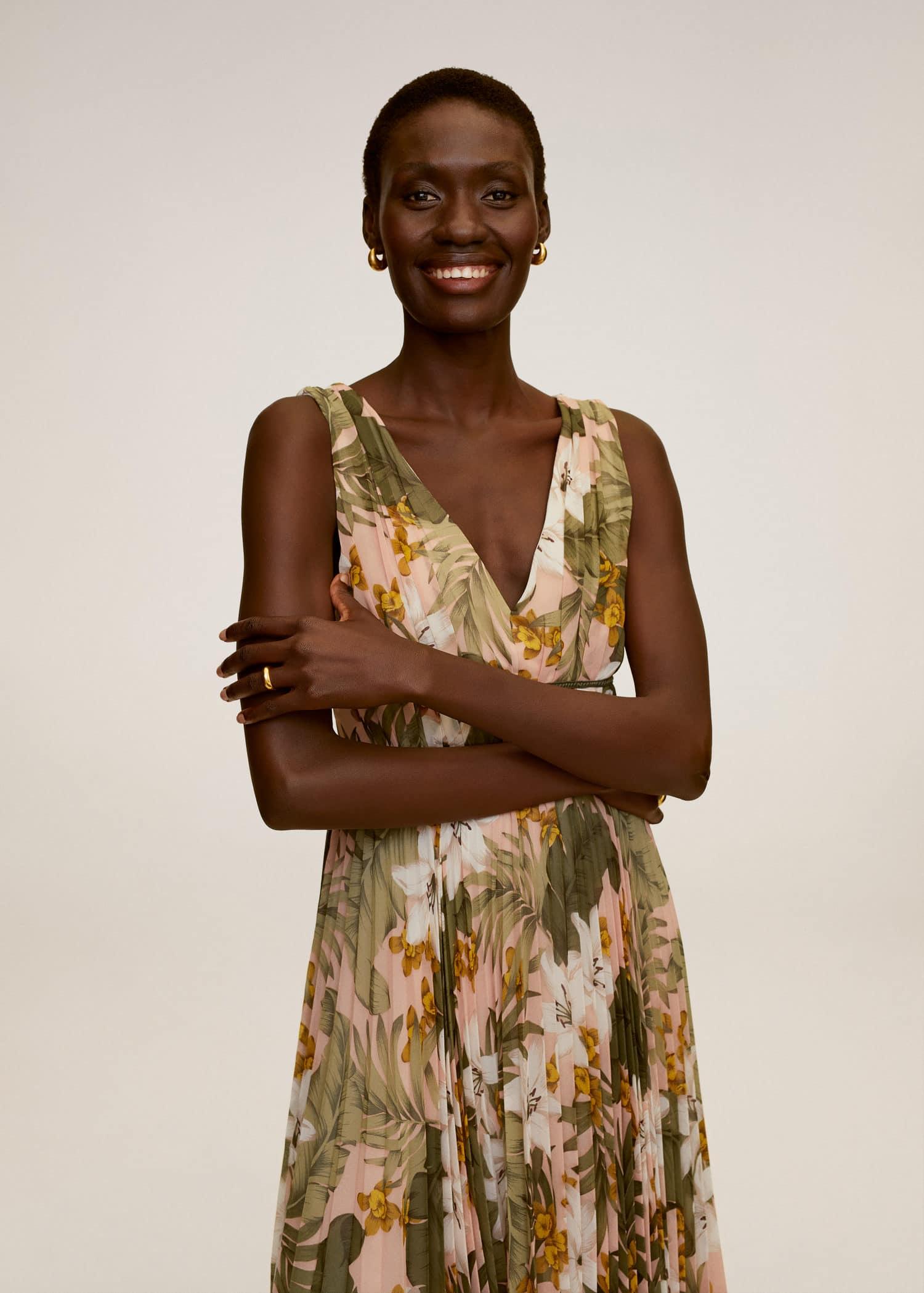 Vestido falda plisada - Plano medio