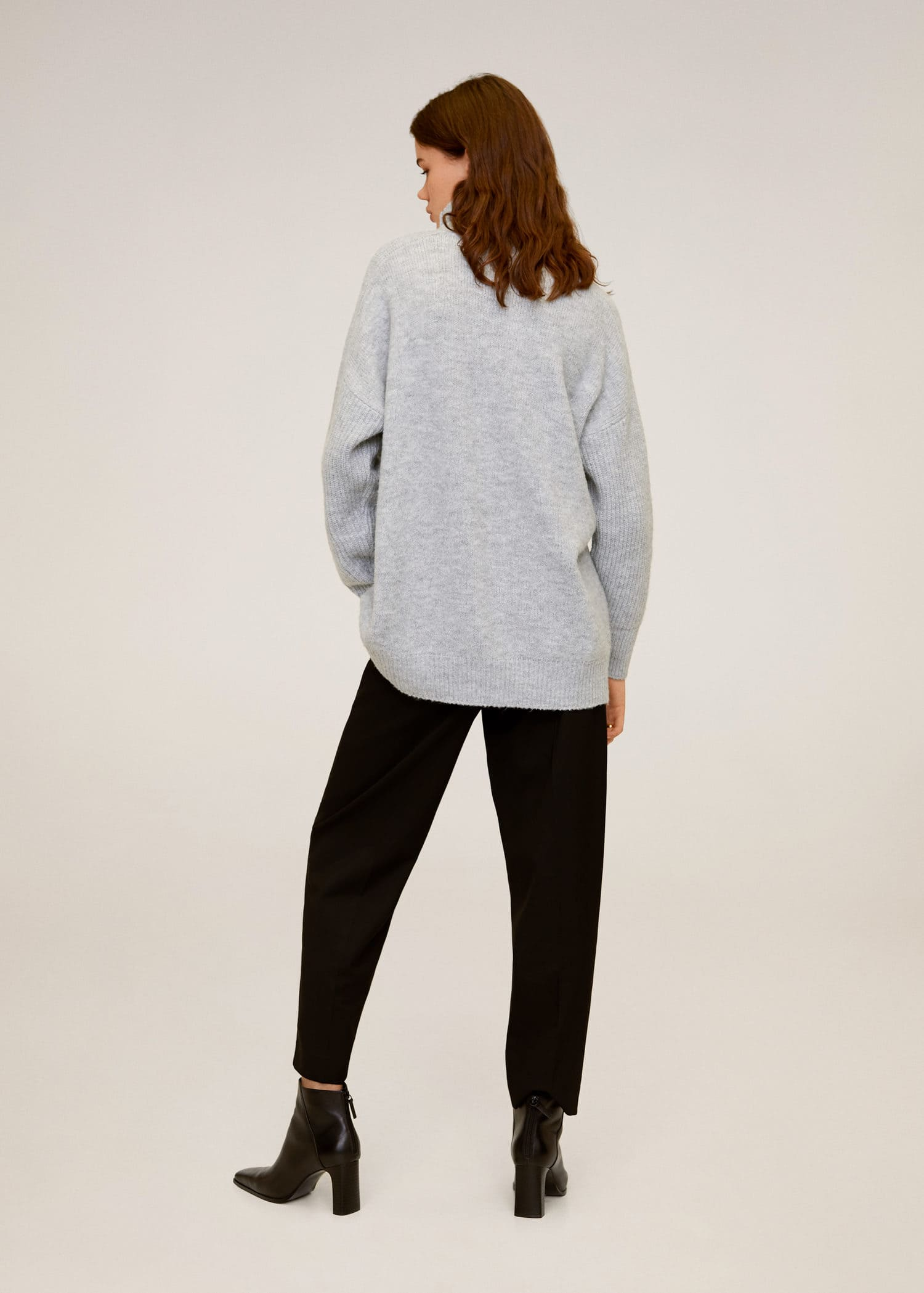 Turtle neck oversize sweater Woman | Mango Macao