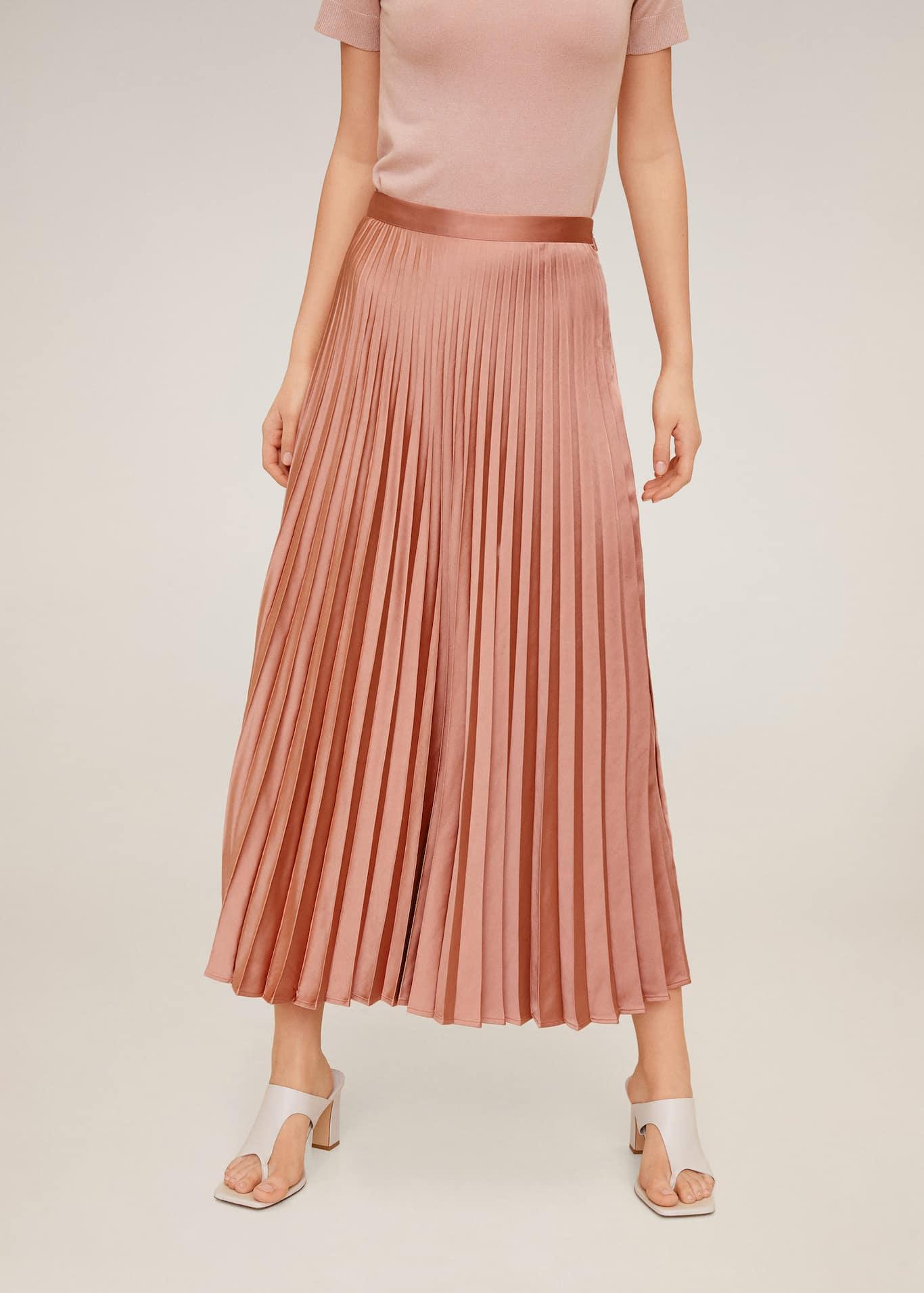 Falda midi plisada - Plano medio
