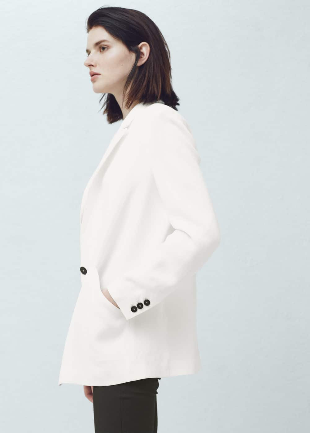 Contrast buttons blazer | MANGO