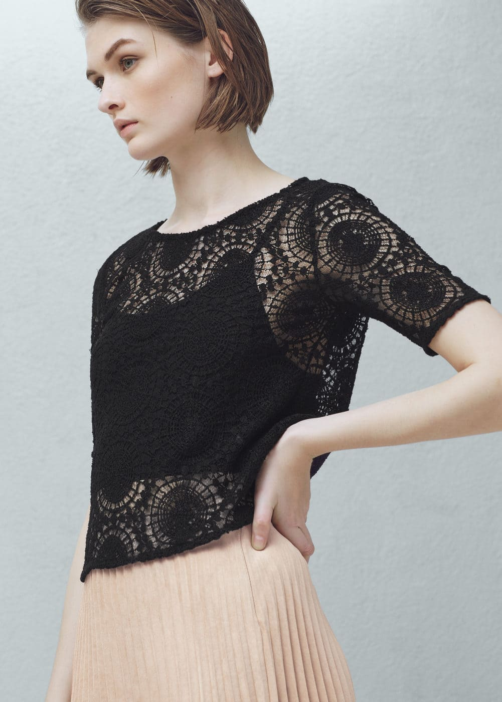 Blond lace blouse | MANGO