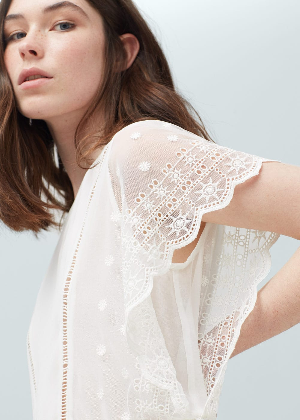 Embroidered blouse | MANGO