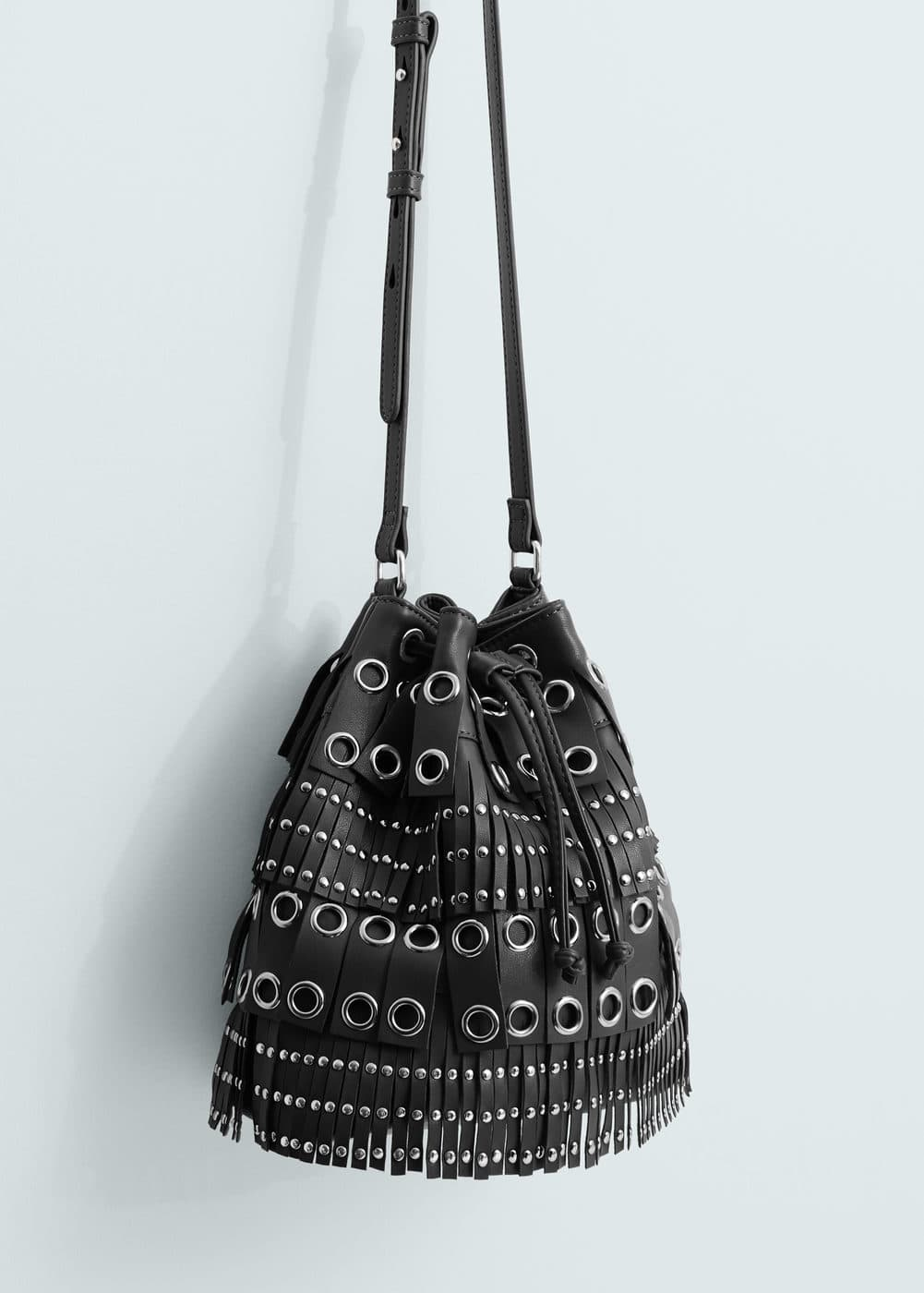 Studded bucket bag | MANGO