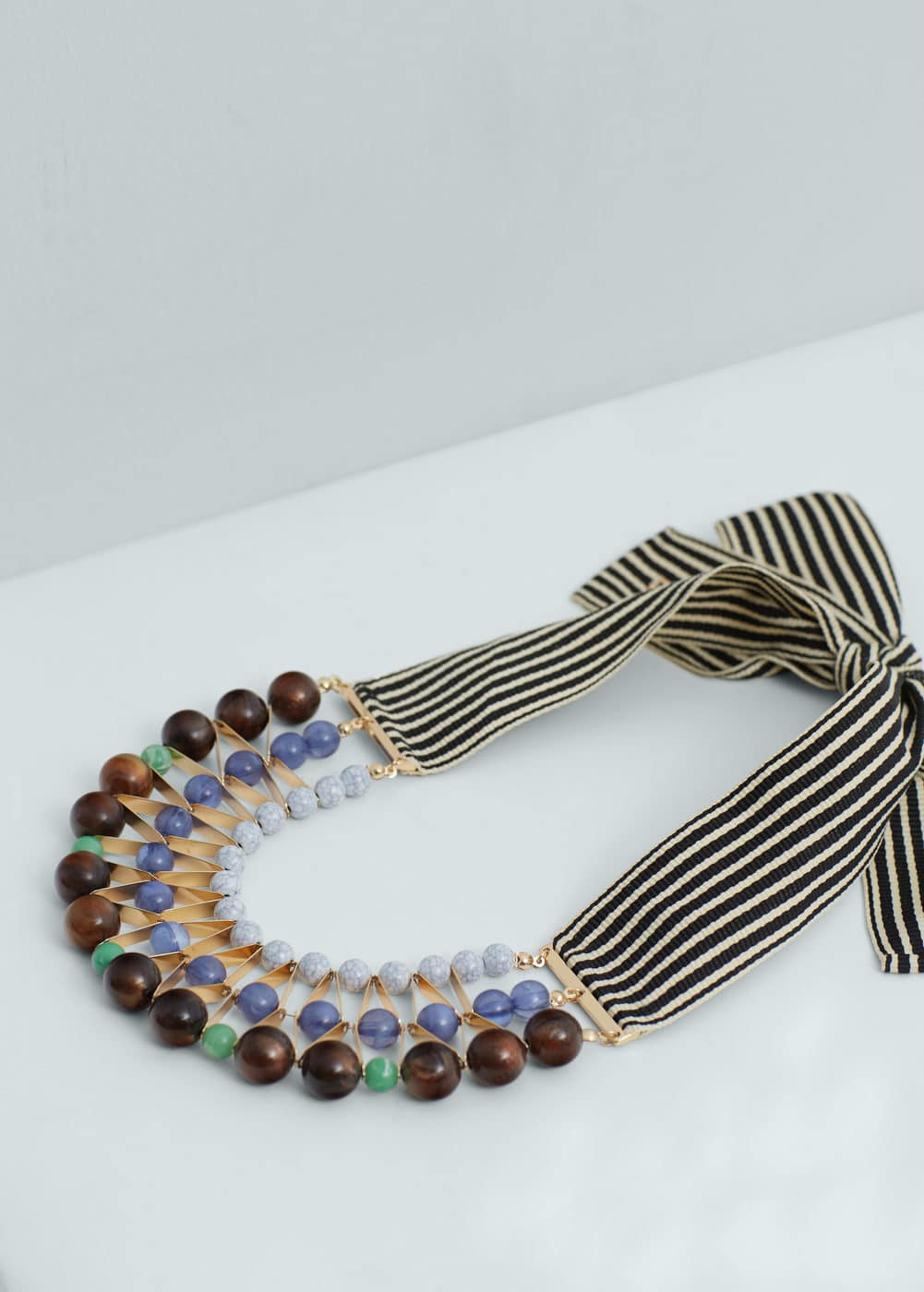 Contrasting necklace | MANGO