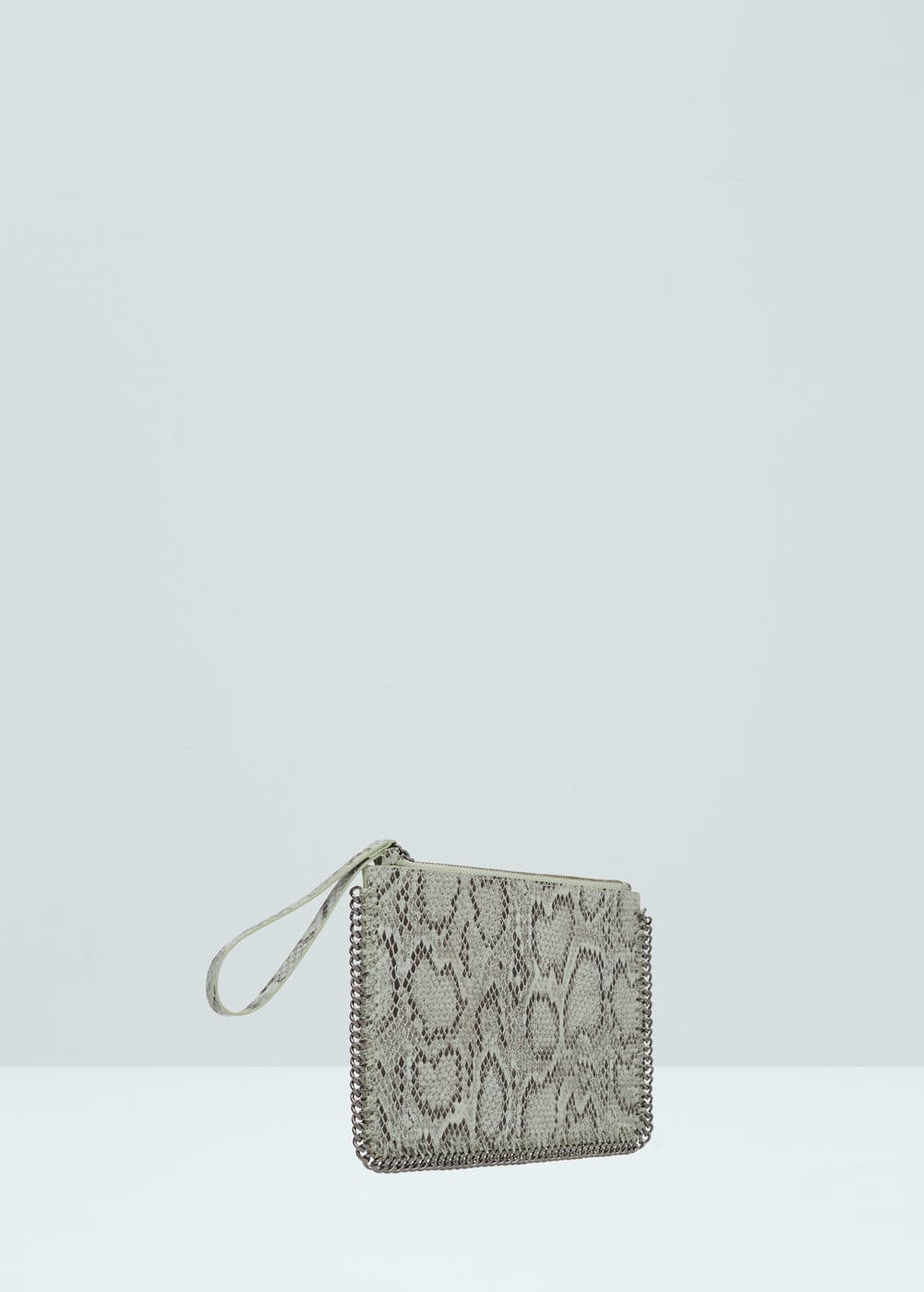 Chain pebbled envelope | MANGO