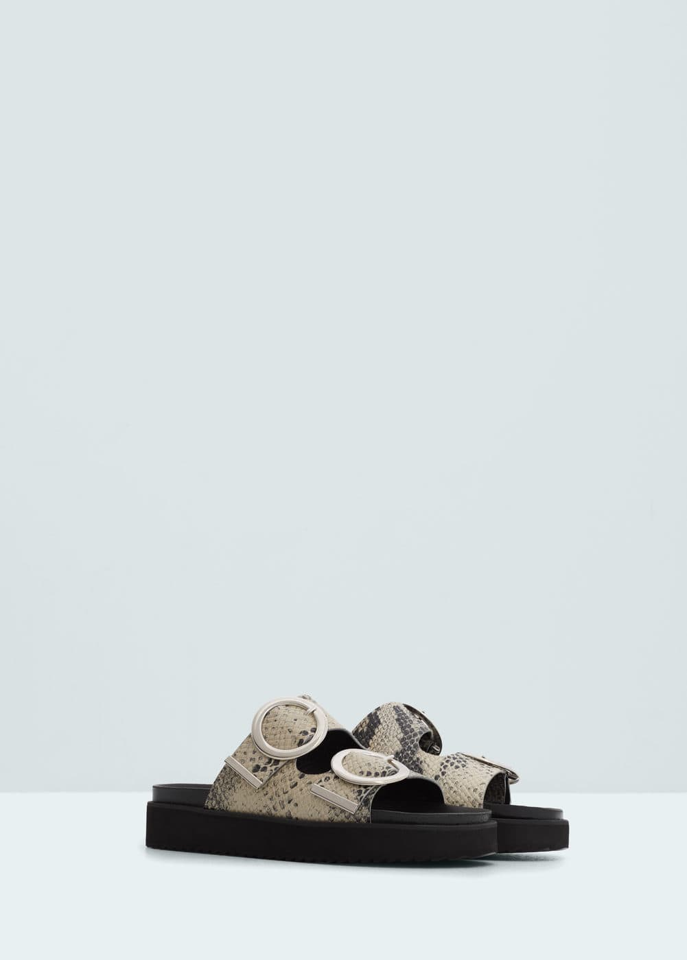 Buckles leather sandal | MANGO