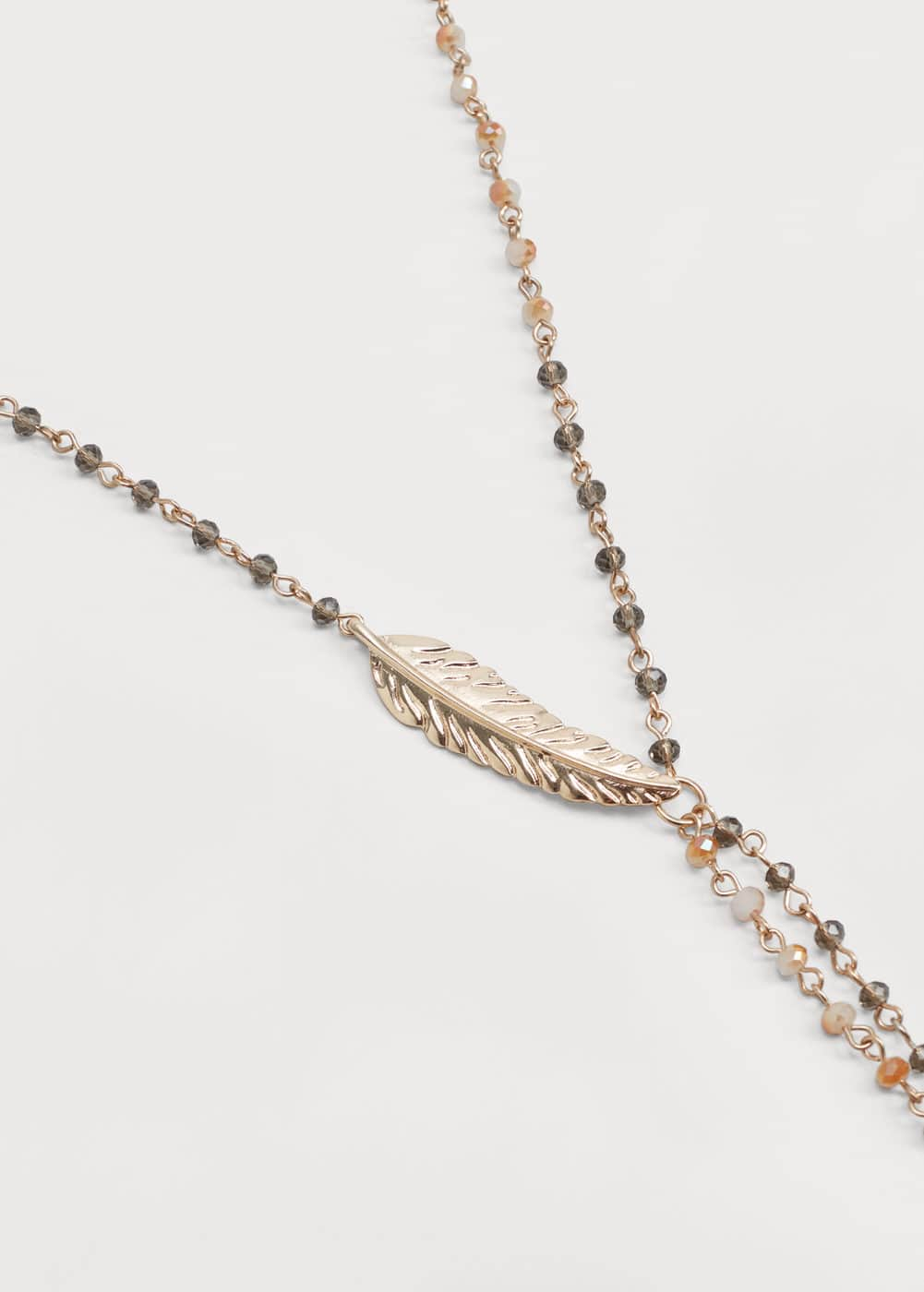 Feather pendant necklace | MANGO
