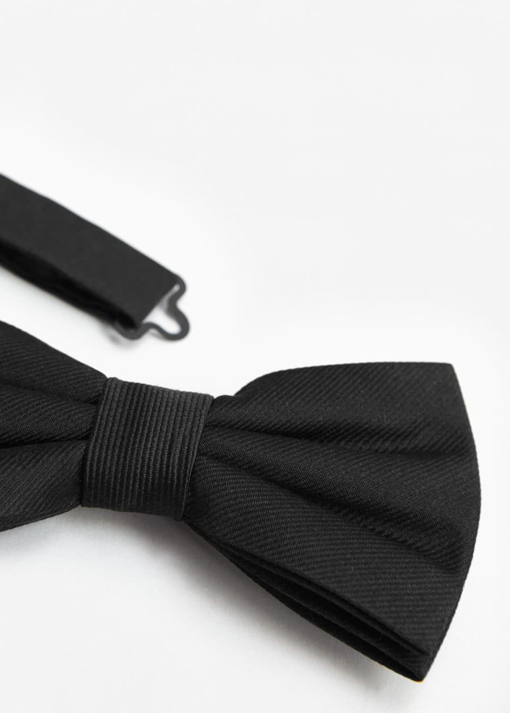 Textured silk bow tie | MANGO