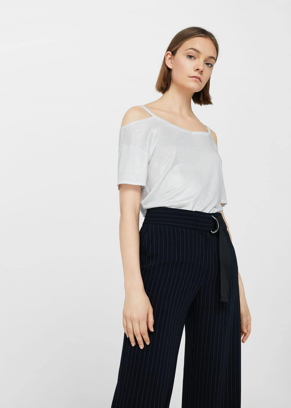 Off-shoulder flowy t-shirt | MANGO