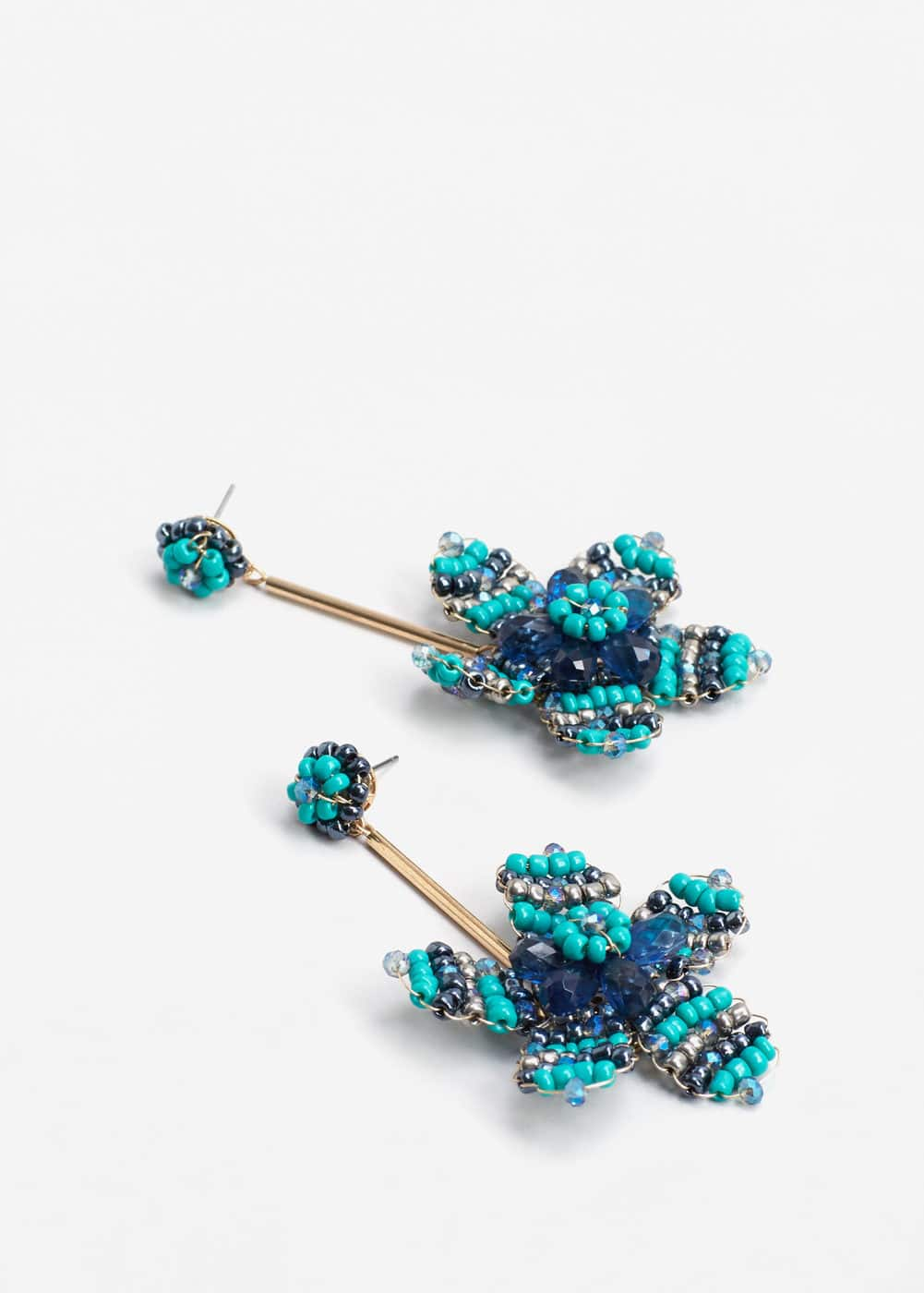 Flower beaded earrings | MANGO