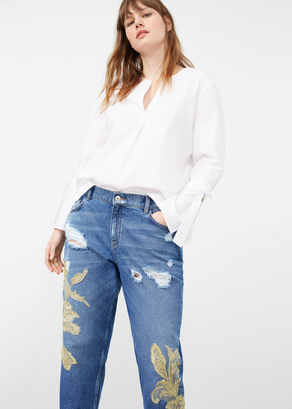 Embroidered girlfriend jeans | VIOLETA BY MANGO