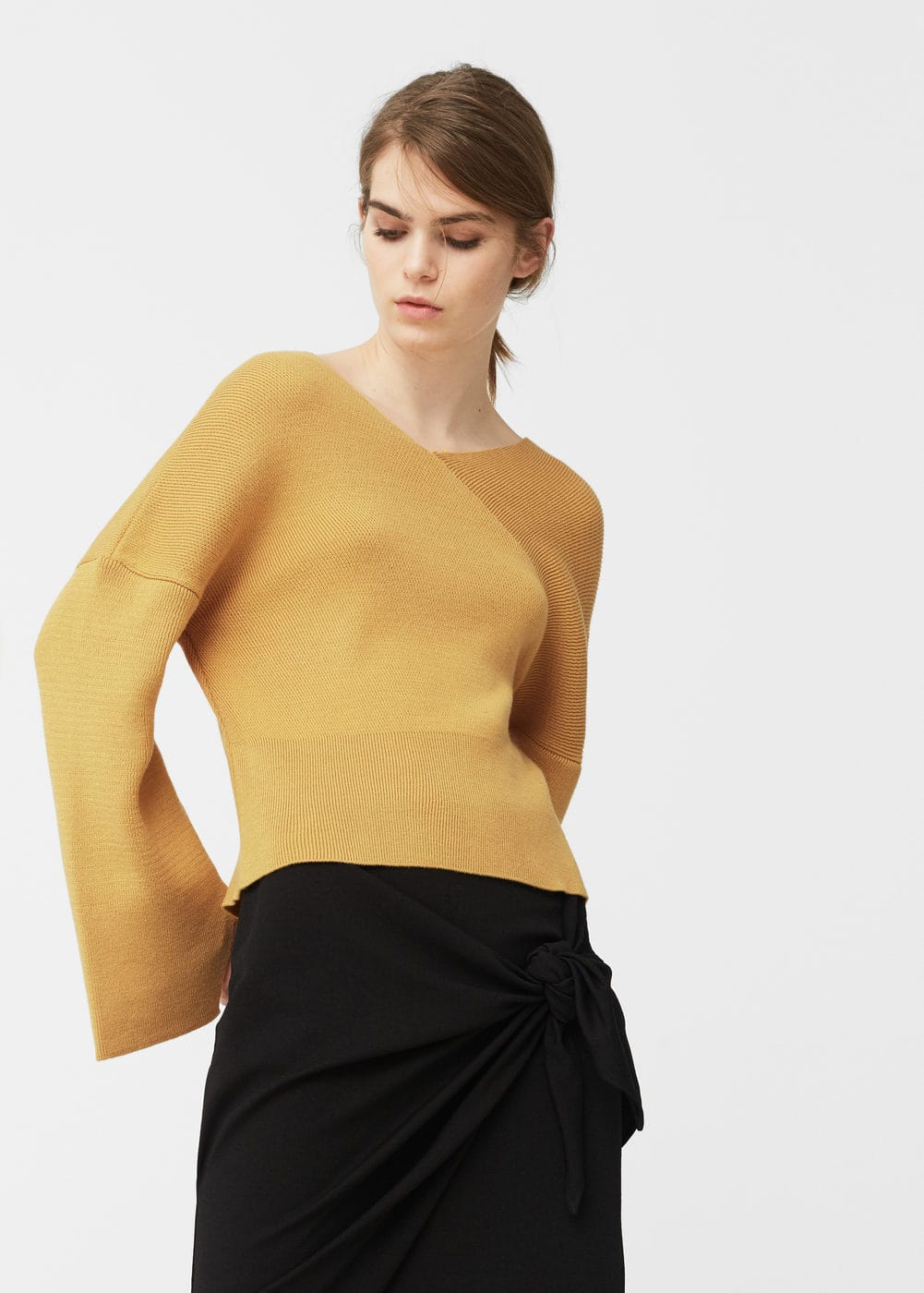 V-neck sweater | MANGO