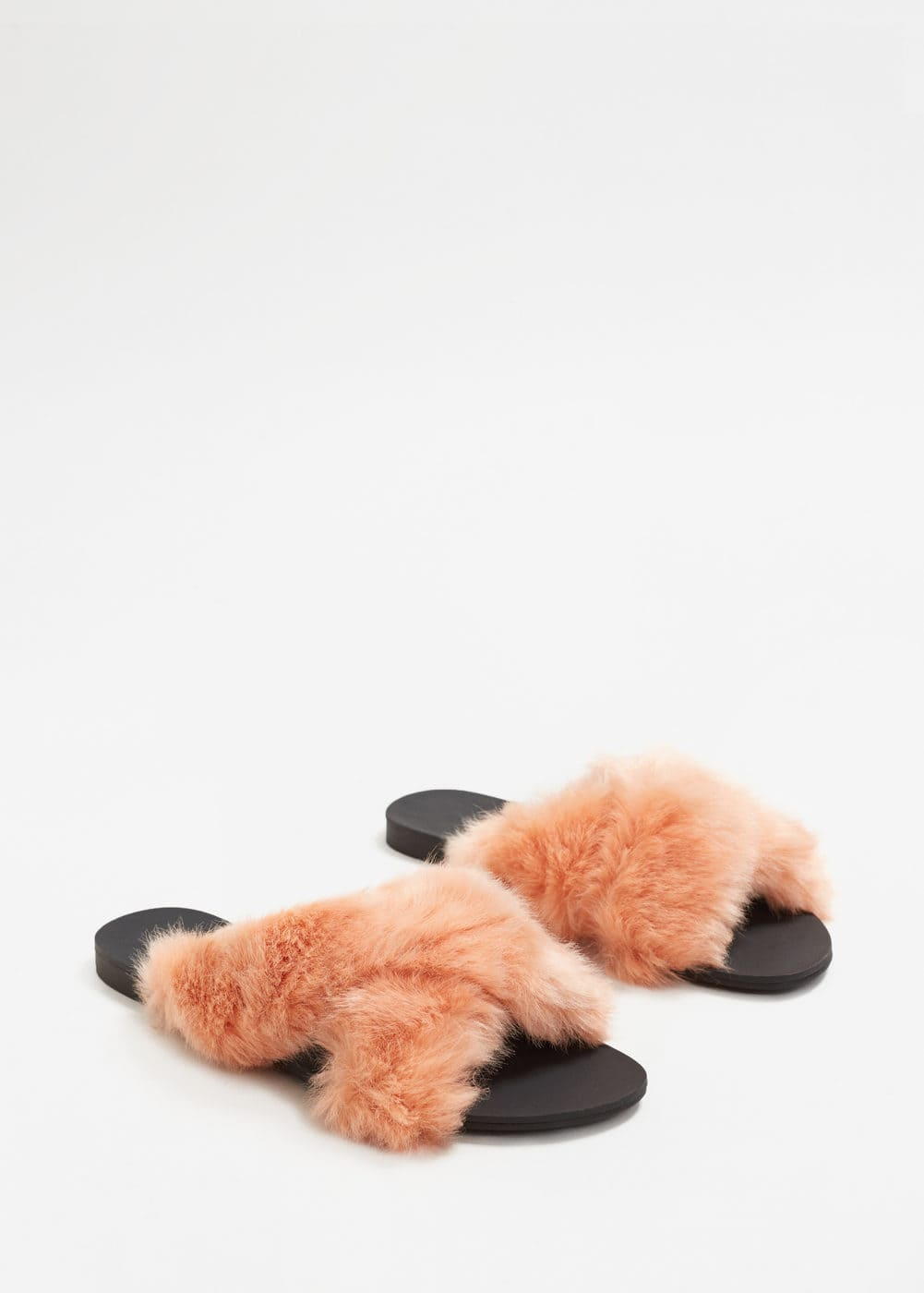 Criss-cross fur sandals | MANGO