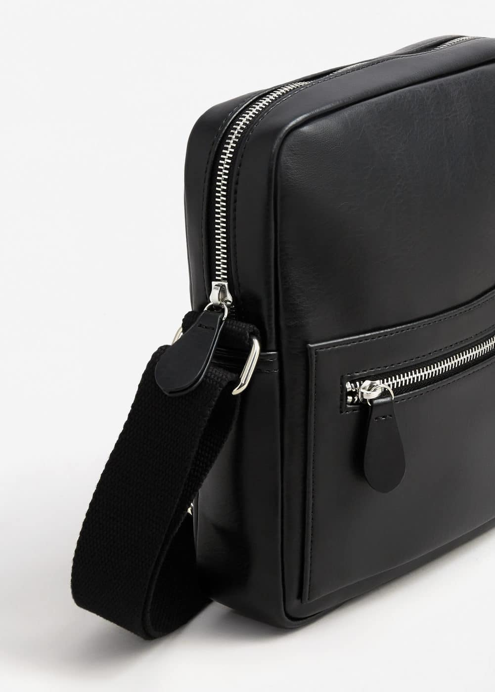 Cross-body pebbled bag | MANGO MAN